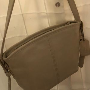 Reposh: GUC small vtg Coach crossbody/shoulder bag